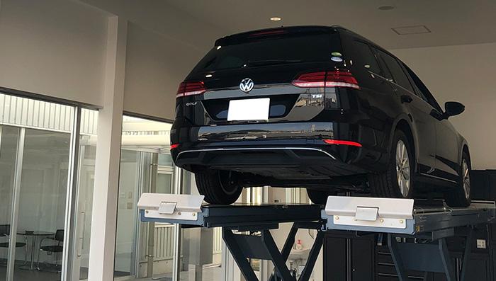 お客様と担当スタッフが、一緒にお車の状態を確認するダイアログレセプションを実施
